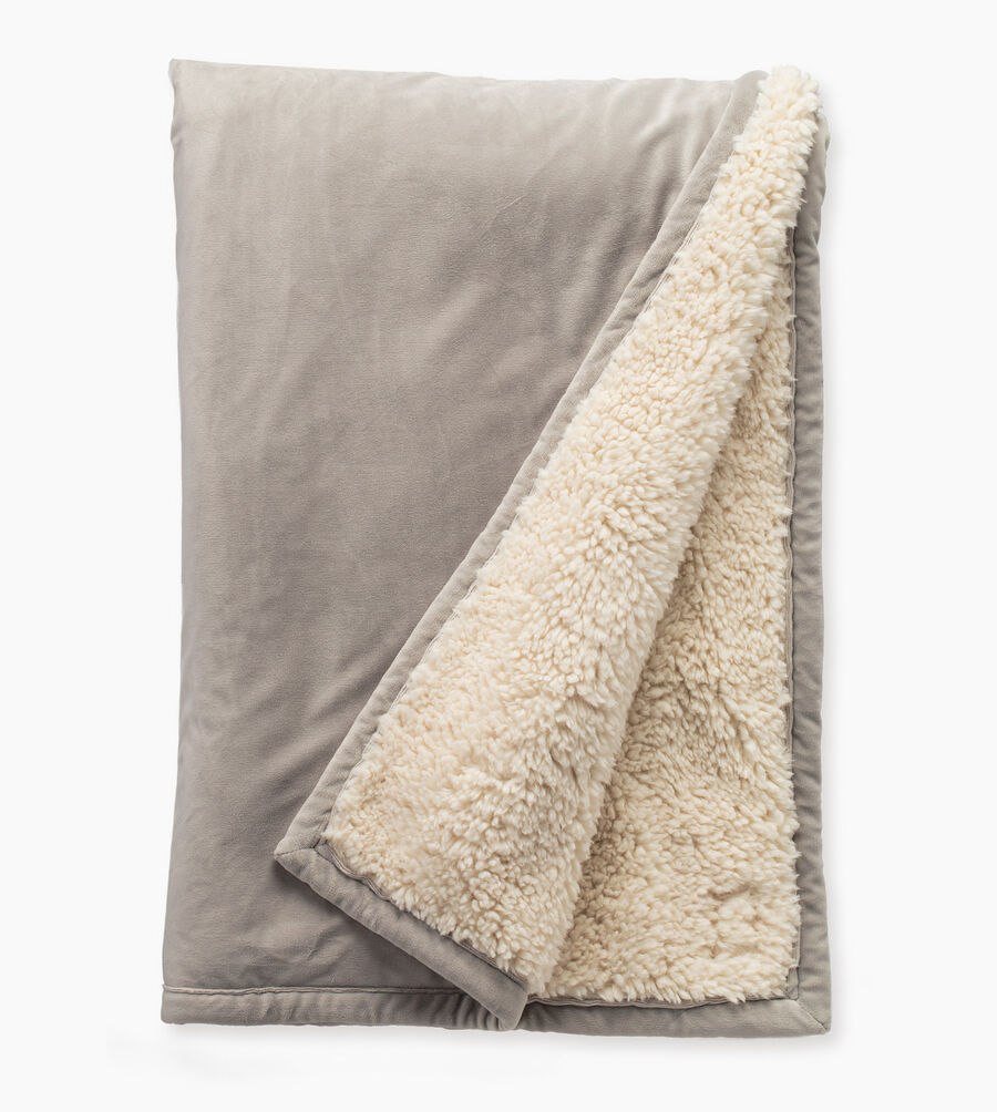 Bliss sherpa throw 50 x 70 ugg us for Sherpa blanket