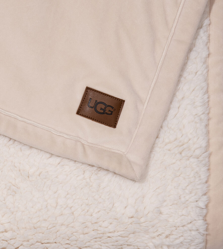 Bliss Sherpa Throw - Image 3 of 3