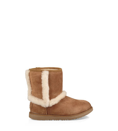 84fc1581b1a Suede Sale for Kids | UGG® Official Site
