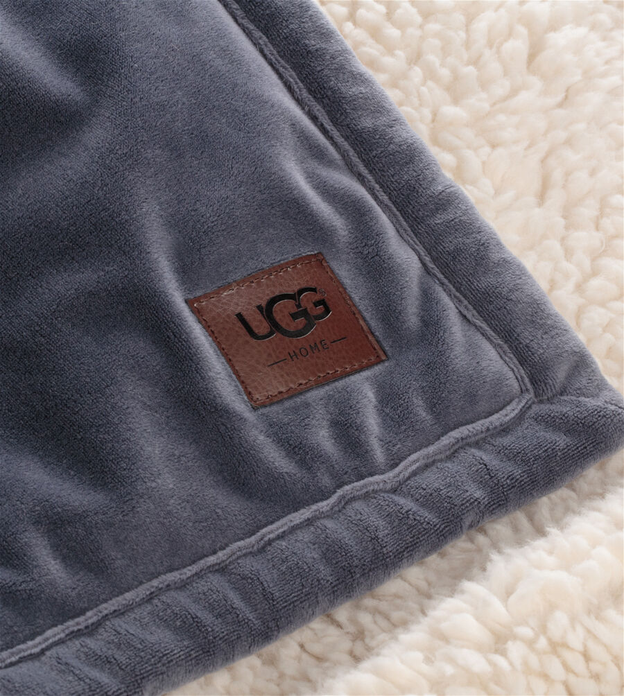 "Bliss Sherpa Throw- 50"" X 70"" - Image 3 of 3"