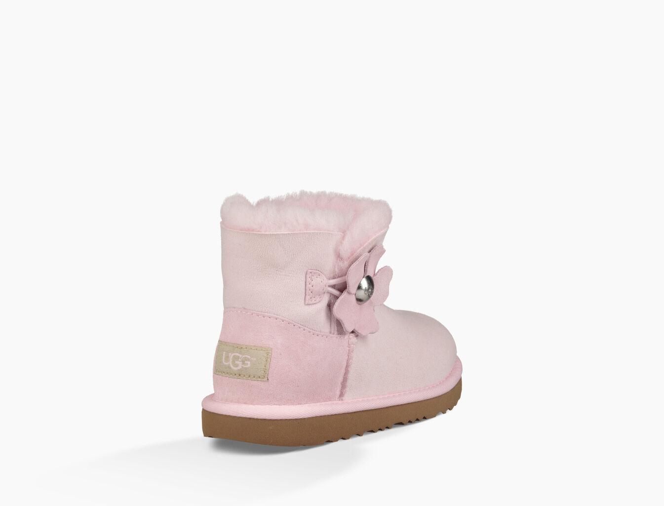 pink bailey uggs