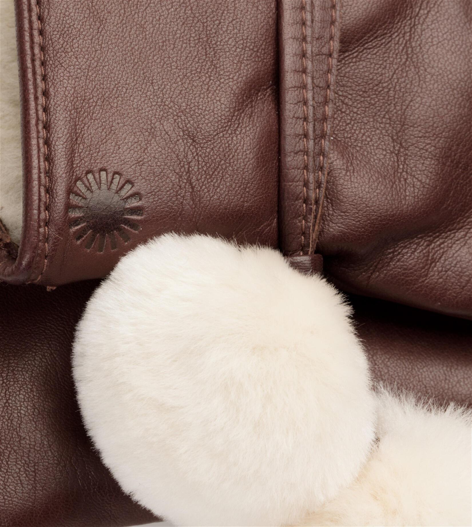 Brita Smart Glove With Poms
