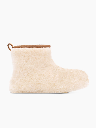 Product image furry boot created by Feng Chen Wang.